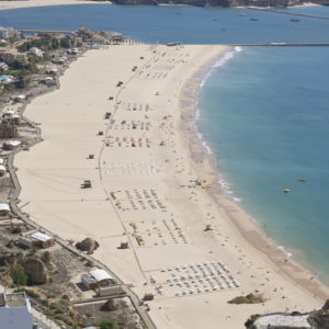 Praia da Rochas riesiger Sandstreifen